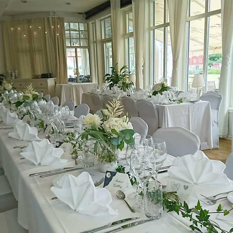 Bröllopsdukning med blommor
